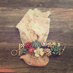 Jewelry - Vintage flowered bracelet with gem embellishments